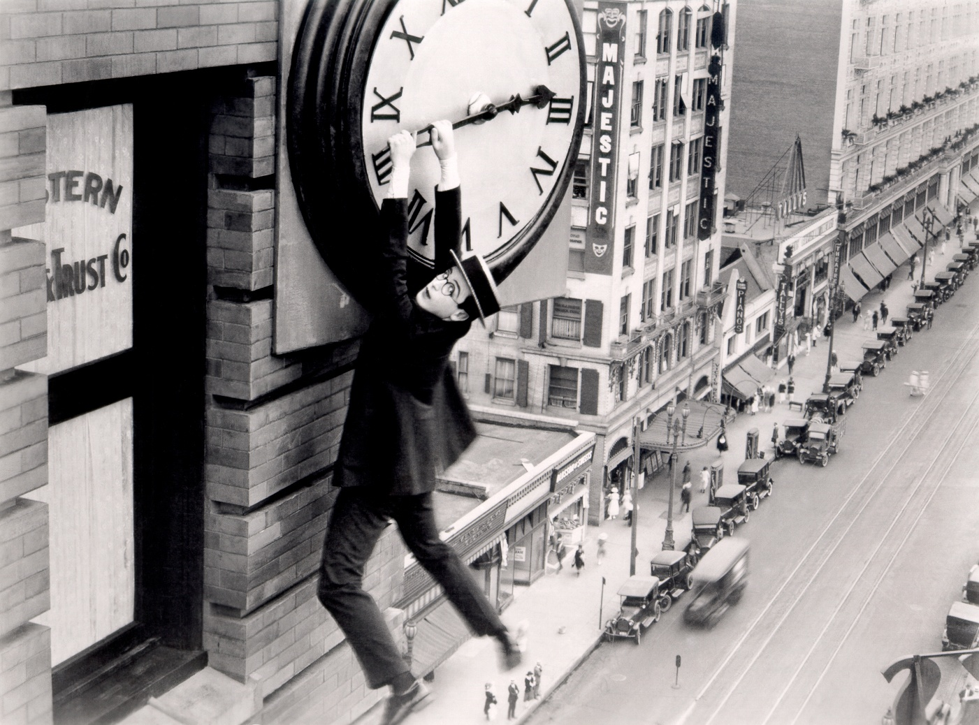 http://awwca.ca/wp-content/uploads/2013/08/Harold-Lloyd-in-Safety-Last.jpg